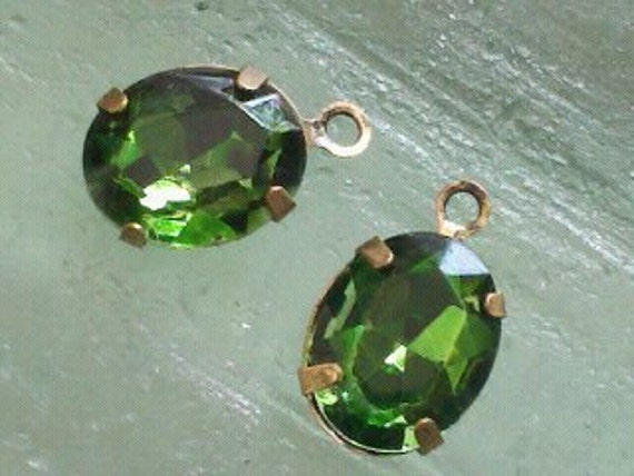 4 Pieces. 10 MM X 8 MM  Emerald  Faceted Oval Transparent  Glass  Rhinestones  With One Ring  Antique Brass Prong Settings.