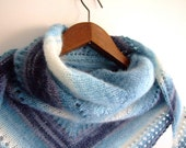 winter shawl, triangular, hand knitted, blue and white stripes