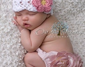 NEWBORN Hat, 0 to 1 Months Baby Girl Hat, Baby Crochet Flapper Beanie, White with Rose Pink and Yellow Flower. Great for Photography Props.