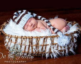 Newborn Stocking Hat, Baby Boy Stocking Hat, Baby Blue and Brown with PomPom. Great for Baby Photo Props. Birth Annauncement Cards.