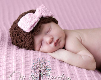 Baby Girl Hat, 0 to 3 Months Baby Girl Hat, Baby Girl Flapper Beanie, Chocolate Brown with Pale Pink Bow. Great for Photo Props. Baby Gift.