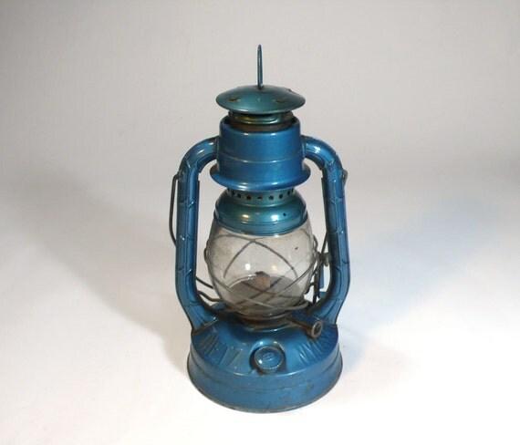 vintage enameled blue industrial kerosene dietz ny little wizard RAILROAD LANTERN oil lamp - so rustic