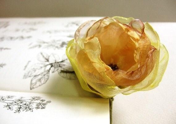Julie L. - A golden flower bobby pin