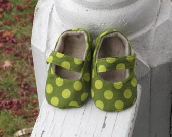 Baby girl maryjanes in green polka dot