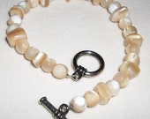 Sandy Beige River Shell Bracelet
