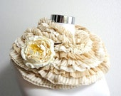 SHABBY and CHIC Ruffled frill shawl beige and white  with flower corsage - SpringFlavor