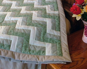 Quilt - Green Zigzags - Lap or crib size (48in x 52in)