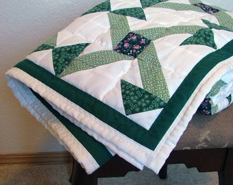 Quilt - Green and white stars - Lap or crib size (50in x 50in)