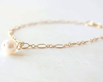 Delicate Gold Pearl Bracelet - everyday dainty simple jewelry