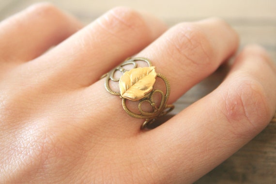 Fallen Leaf - A Golden Simplistic Nature Ring