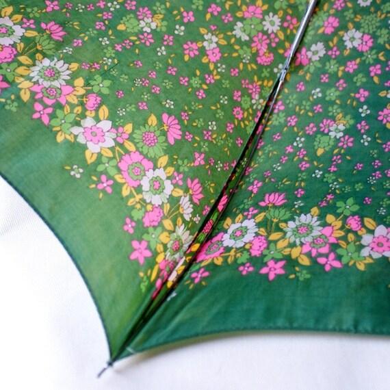 Vintage Mod Kelly Green Flowers Umbrella