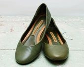 Olive green leather flats Chinese Laundry size 6