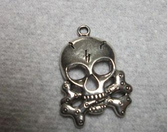32x22mm crossbone skull. Sold individually