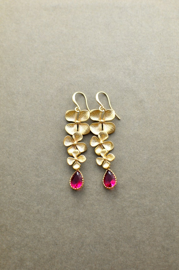 Light Drops Matte Gold Plated Earrings - Ruby Teardrop Crystal and Gold plated Clover component, Bridesmaid, Wedding Jewelry