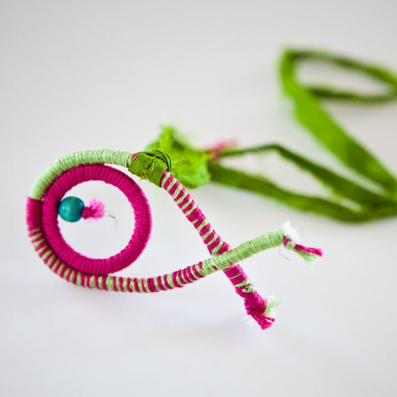 Fish necklace, spring fiber necklace green and fuchsia