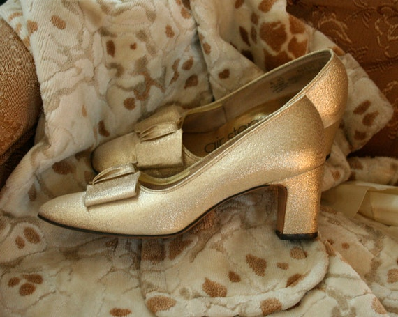 Vintage Gold Pumps with Bow Size 6 Euro 36
