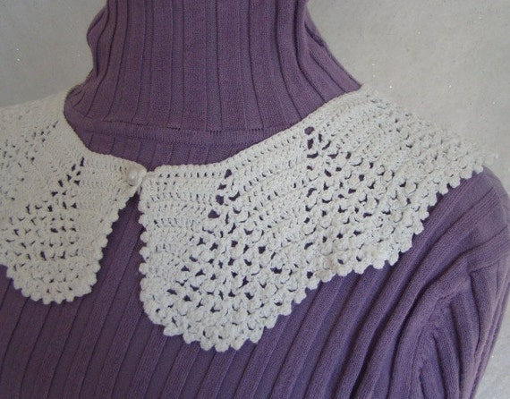 White Victorian fan crochet collar