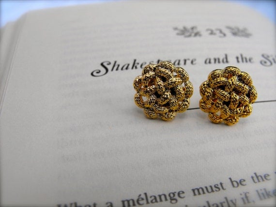 Celtic knot Gold Button Earrings 033