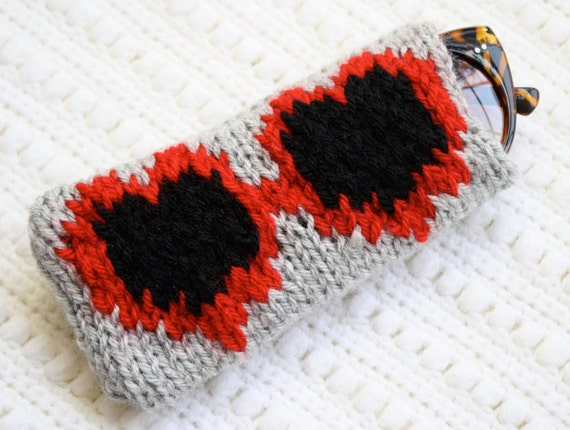 Knit Heart-Shaped Sunglasses Case - Red