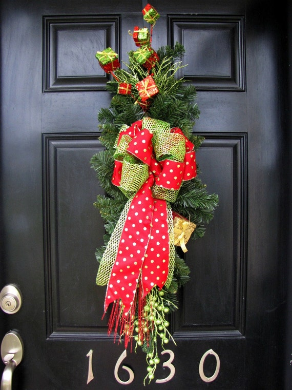 Christmas Wreath - Presents Galore Evergreen Swag/Wreath