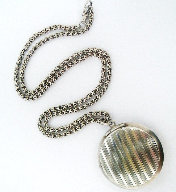 Vintage French art deco powder compact pendant locket for chatelaine and heavy fancy chain