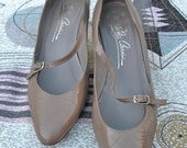 Taupe Vintage Mary Jane Kitten Heels with Asymmetrical Strap by Oleg Cassini 7.5 8