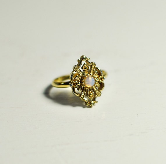 Vintage Avon Gold Ring With Opal Gem Center