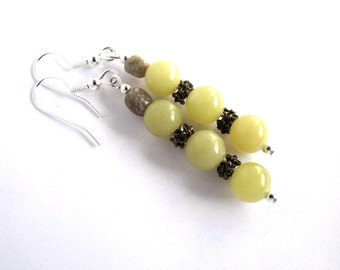 Green dangle earrings, beaded light green jewelry