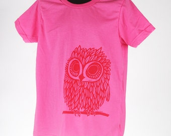 Owl on Fuchsia Children's American Apparel T Shirt