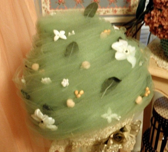 SALE Vintage Hat in Tulle by Don Anderson, Romantic Floral Spring Garden Green Tea Beehive