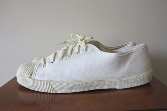 1970s White Canvas Sneakers/Tennis Shoes Size 8 UK