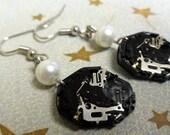 Watch Gut Earrings - black with pearl