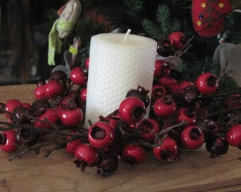 Pure White Beeswax Candle with Red Berry Ring - Beeswax Candle - Beeswax Pillar - White Beeswax Candle - Honeycomb Beeswax Candle