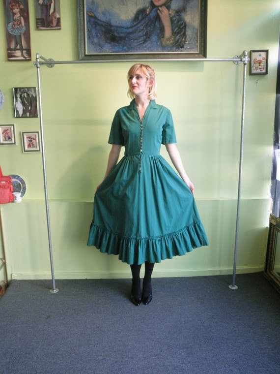 40s green cotton day Dress 1940s Serbin prairie ruffle Dress 40s full skirt pin up shirtwaist Dress with pockets size S M
