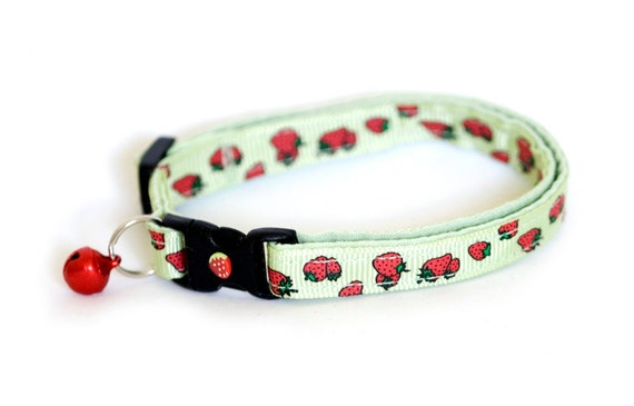 Cat Collar - Strawberries on Green - Large Size Collar