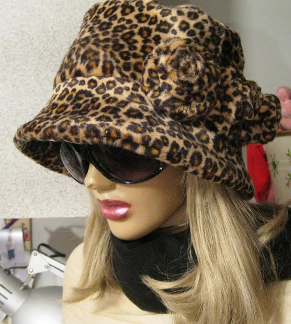Womens Faux Fur Leopard Print Cloche Winter Hat