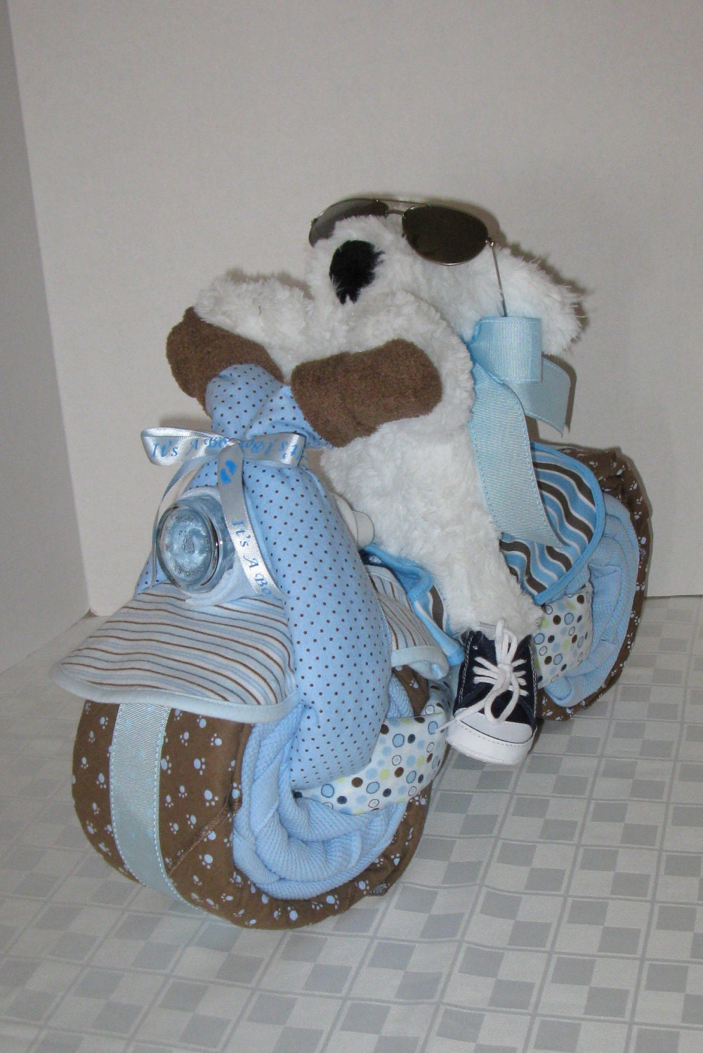 Motorcycle bike diaper cake baby shower gift centerpiece for Baby boy baby shower decoration ideas