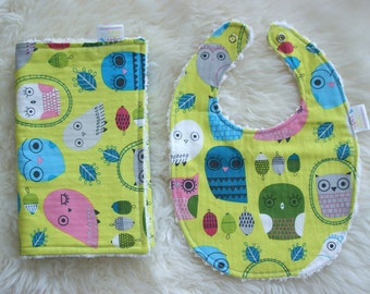 Bib and Burp Cloth Set, Unisex Baby Gift, Critter Community, Owls in Green