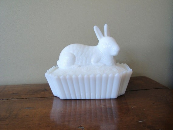 Vintage Milk Glass Rabbit Trinket Box