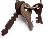 3 antique beautiful keys 3B