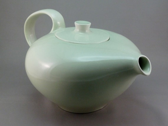 Russel Wright Iroquois Casual Teapot in Lettuce Green (price reduced)