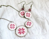 Cross stitch jewelry set - necklace and earrings with dusty pink ethnic ornament in bronze