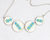 Hand embroidered necklace with four arrows in silvertone - n046