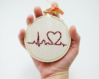 Hand embroidery - Burgundy heart with palpitation - Cute cross stitch in wooden hoop - h002