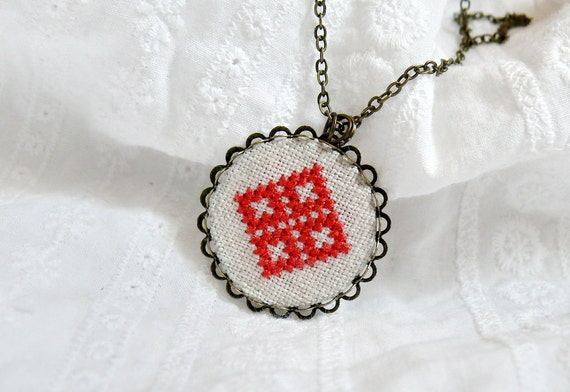 Hand embroidered necklace Red diamonds in bronze - n044