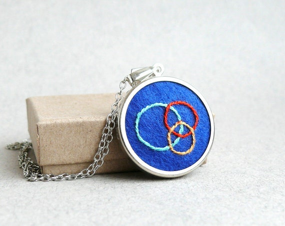 Embroidered jewelry three circles on blue