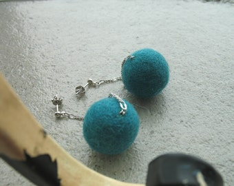 Long studs earrings with green felt wool balls Green bubbles