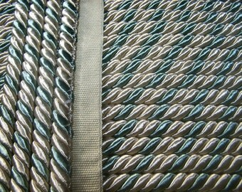 Light Blue And Wheat Color Cord with lip