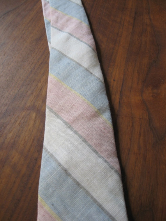Vintage MINT condition preppy PASTEL nectktie made by Savile Row in USA 1980s preppy