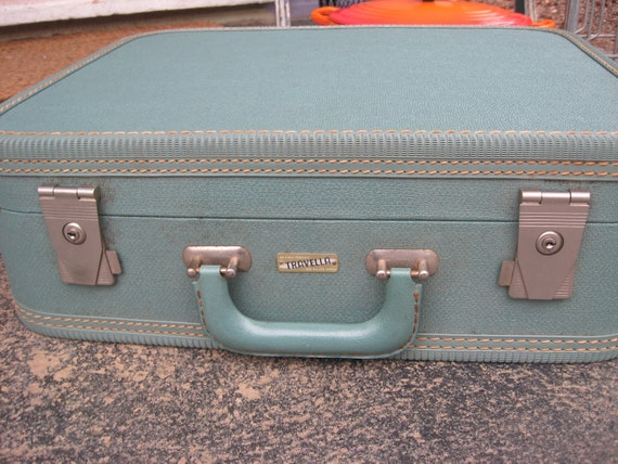 RESERVED FOR MELONY Travella 1950s Size M suitcase With Keys
